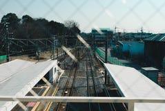 Zug zu Shinjuku Stockfotos