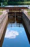 Zugang hydraulisch, Wasserbauwerk, zum des Wasserspiegeles im Kanal zu justieren lizenzfreies stockbild