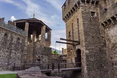 Zugbrücke des Schlosses Montebello stockfoto