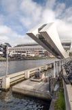 Zugbrücke in einen Fluss Lizenzfreie Stockfotografie