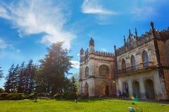 Zugdidi, la Géorgie - 24 avril 2017 : Palais de Dadiani historiques et musée architectural situé à l'intérieur d'un parc dans Zug image libre de droits