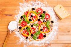 Zugebereitete italienische Pizza Stockfotografie