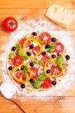 Zugebereitete italienische Pizza Lizenzfreie Stockfotografie
