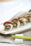 Zugebereitete und köstliche Sushi eingelassenes Studio Stockbild