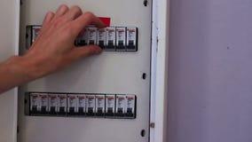 Zugeschalteter Elektrischer Unterbrecher-Kasten Stock Video - Video ...