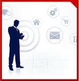 Zugreifendes Internet des Geschäftsmannes am Handy Stockfotos