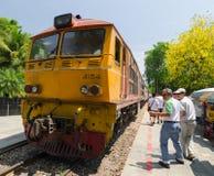 Zugreisender im kanchanaburi Stockfotografie