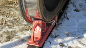 Zugschuh hergestellt unter dem Rad Lizenzfreie Stockbilder