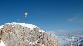 Zugspitze, саммит и крест сток-видео