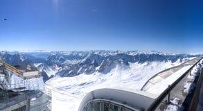 Zugspitze nella vista di panorama della Germania di estate Mountain View Montagna e neve di panorama con cielo blu di estate Immagini Stock Libere da Diritti