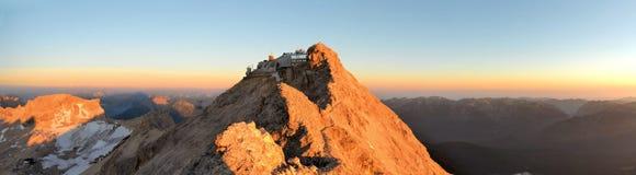 Zugspitze, picco di più alta montagna in alpi tedesche Immagini Stock