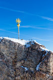 Zugspitze toppmötekors Royaltyfria Bilder
