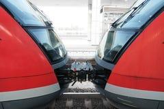 Zugwagen an der Station stockfotografie