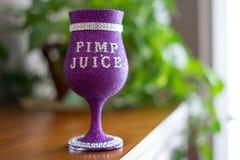 Zuhälter Juice Cup stockbilder