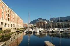 Zuid-Afrika: Met de varende boot aan de hete Gunst van de luxekaap stock foto