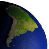 Zuid-Amerika bij nacht op model van Aarde met in reliëf gemaakt land Royalty-vrije Stock Fotografie