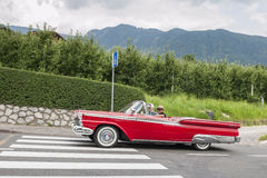 Zuid-Tirol Rallye 2016_ Ford Galaxie Convertible _side Stock Afbeeldingen