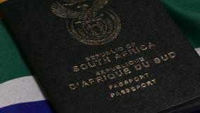 Zuidafrikaans paspoort op SA-vlag stock footage