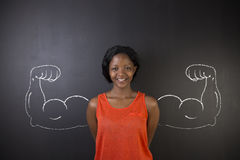 Zuidafrikaanse of Afrikaanse Amerikaanse vrouw met gezonde sterke wapenspieren voor succes stock foto