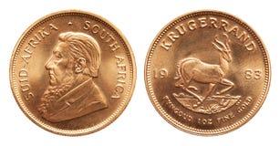 Zuidafrikaanse Krugerrand het muntstuk van het 1 ons gouden die passement op witte achtergrond wordt geïsoleerd royalty-vrije stock foto's