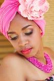 Zuidafrikaanse zulu vrouw in manierkleren Stock Afbeelding