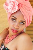 Zuidafrikaanse zulu vrouw in manierkleren Royalty-vrije Stock Foto's