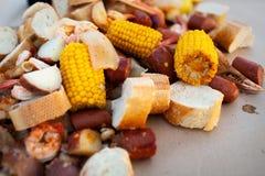 Zuidelijk kook uit uitgespreid over een lijst Royalty-vrije Stock Afbeelding