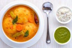 Zuiden Indische cuisine- sambhar Idli en chutney royalty-vrije stock foto