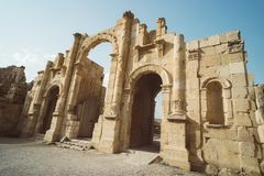 Zuidenpoort van de oude Roman stad van Gerasa, moderne Jerash in Jordanië Archeologische plaats van antiquiteit Hoge mooie Steen royalty-vrije stock foto's