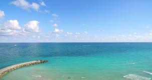 Zuidenstrand, het Strand van Miami florida Hauloverpark Luchtvideo stock videobeelden