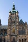 Zuidentoren van St Vitus Cathedral in Praag stock afbeeldingen