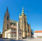 Zuidenvoorgevel van de Kathedraal van St Vitus, Praag stock afbeelding