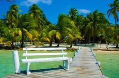 Zuidenwater Caye in Belize - klein Caraïbisch paradijseiland met tropisch strand voor vakantie en het ontspannen stock afbeeldingen