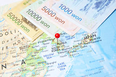 Zuidkoreaanse Gewonnen munt op kaart Royalty-vrije Stock Afbeelding