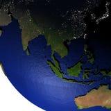 Zuidoost-Azië bij nacht op model van Aarde met in reliëf gemaakt land Royalty-vrije Stock Foto's