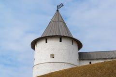 Zuidwestelijke ronde toren van Kazan het Kremlin Republiek Tatarstan, Rusland royalty-vrije stock afbeelding