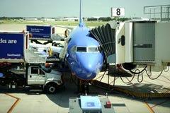 Zuidwestenvliegtuigen en jetway Stock Fotografie