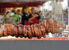 Zuigelingsvarken in de markt van het land Stock Foto's
