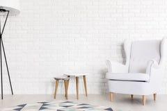 Zuiver wit ontwerp die harmonie toevoegen aan eigentijds binnenland Royalty-vrije Stock Fotografie