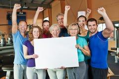 Zujubelnde Gruppe, die das Bekanntmachen tut lizenzfreies stockfoto