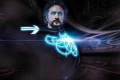 Zukünftiger Mann, Zukunftsromanbild, Krieger mit Neonschild Lizenzfreies Stockfoto