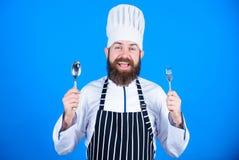 Zuk?nftiger Chef vegetarier Reifer Chef mit Bart B?rtiger Mannkoch in der K?che, kulinarisch N?hren und biologisches Lebensmittel stockbilder
