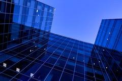 Zukünftige Ansicht zum neuen modernen Gebäude Stockfoto