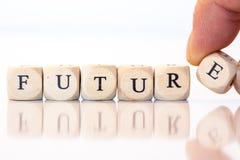 Zukunft, buchstabiert mit Würfelbuchstaben Stockfotografie