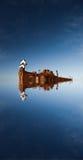 Zukunftsromanszene eines abstrakten Raumschiffes am Orbital Lizenzfreie Stockfotos