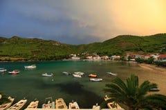 Zuljana, прекрасная деревня на полуострове Peljesac, Хорватии стоковое фото rf