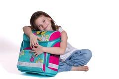 Zum ersten Mal in der Schule - kleines Mädchen lizenzfreie stockbilder