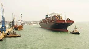 Zum Hafen herein ziehen Stockfotos