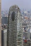 Zum Turm im modernen Bezirk von Tokyo schauen, Japan Lizenzfreies Stockbild