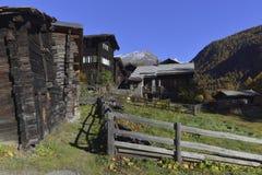 Zum vede il villaggio da Zermatt Immagine Stock Libera da Diritti